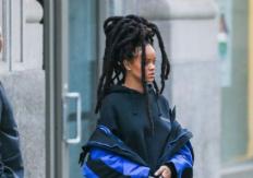 Rihanna 5 Bin Dolarlık Kıyafetiyle Sokak Turunda