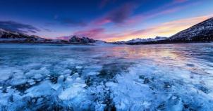 İnsanı Büyüleyen Donmuş Göl Manzaraları