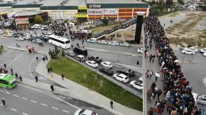 TÜYAP Fuar ve Kongre Merkezinde düzenlenen 37nci Uluslararası Kitap Fuarında bitmesine bir gün kala yine insan seli yaşandı.
