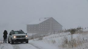 KARTEPE  Kartepe ve Kartalkaya kayak merkezlerine sezonun ilk karı yağdı.
