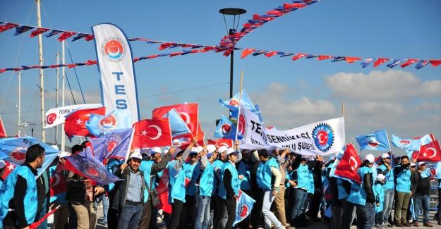 TÜRK-İş tarafından 1 Mayıs Emek ve Dayanışma Günü düzenlendi