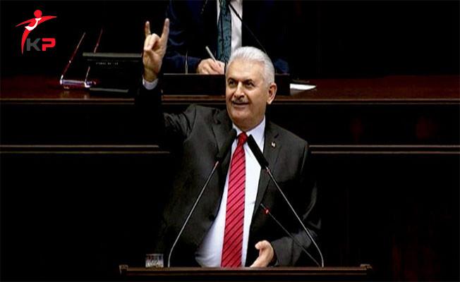 Başbakan Binali Yıldırım  Parti Grup Toplantısında Bozkurt İşareti Yaptı