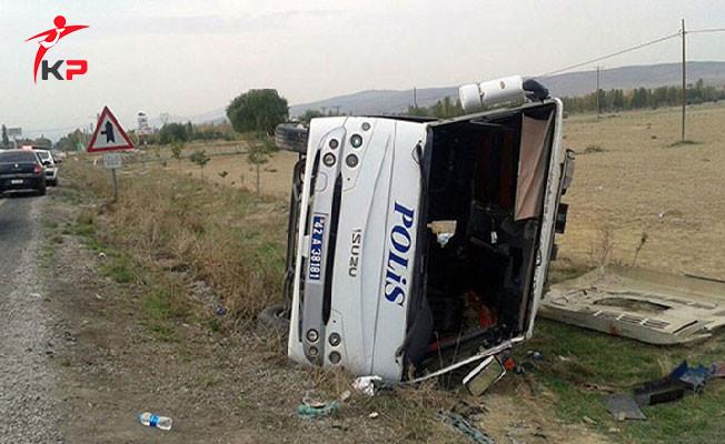 Mersin'de Çevik Kuvvet Otobüsü Devrildi: Yaralı Polisler Var