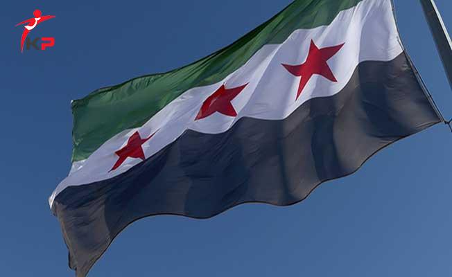 Suriye'nin Türkiye Sınırında Özgür Suriye Ordusuna Ait Devrim Bayrağı Asıldı