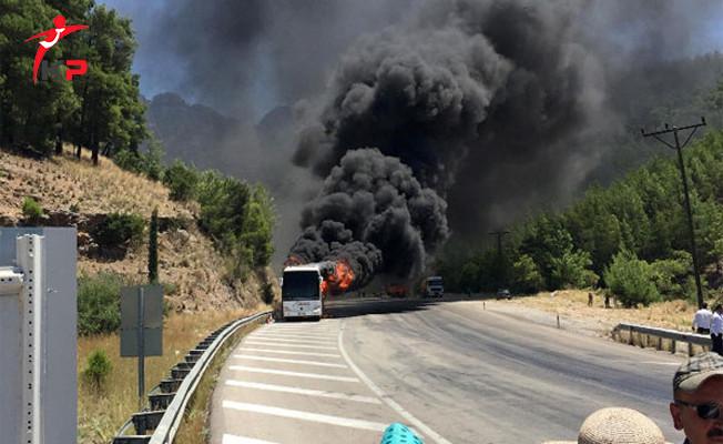 Yolcu Otobüsü İçindeki 55 Kişiyle Alev Aldı!