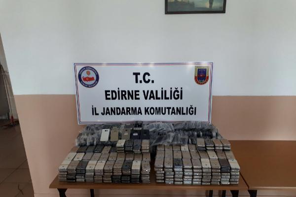 Edirne'de 750 Bin Liralık Kaçak Cep Telefonu Ele Geçirildi