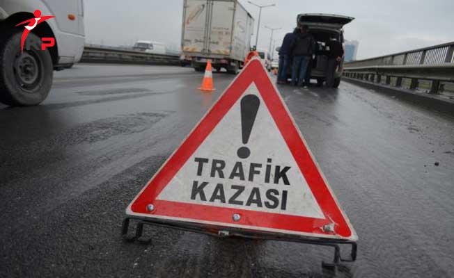 Sakarya'da Traktör Otomobile Çarptı ! 1 Ölü, 1 Yaralı