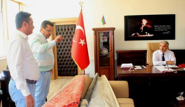 CHP'li Göker Milli Eğitim Müdürü'nün Makamını Bastı