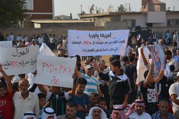 Suriyeliler Sınırda PKK/PYD'yi Protesto Etti!