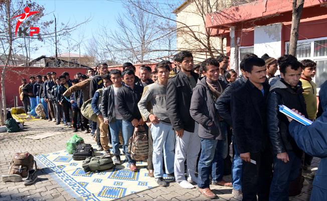 Ağrı'da Kaçak Yollarla Türkiye'ye Gelen 294 Göçmen Yakalandı!