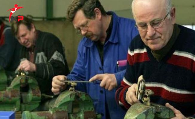 Emekli Maaşıyla Geçinemeyen 420 Bin Kişi Yeniden Çalışıyor