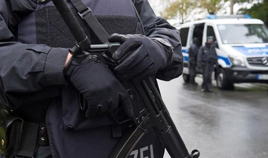 Almanya'da Bir Araç Kalabalığa Daldı Çok Sayıda Ölü ve Yaralı Var