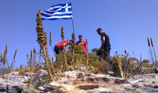 Ege'de Gerilim Arttı! Yunanistan Bayrak Dikti Sahil Güvenlik Kaldırdı