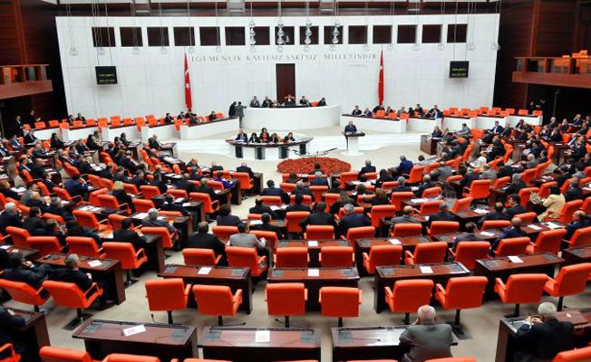 Bakanlar Kurulu'na KHK Yetkisi Veren Yasa Tasarısı Kabul Edildi