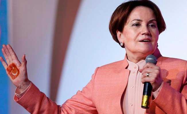 İYİ Parti Genel Başkanı Meral Akşener İki Saatte 30 Bin İmzayı Aştı