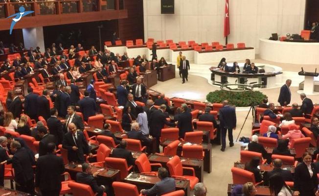 Cumhurbaşkanı Yardımcısı ve Bakanlar Meclis'te Yemin Etti
