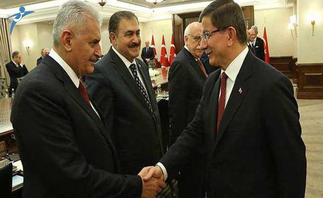 Eski Başbakan Davutoğlu'nun Yakın Çalışma Arkadaşları Görevden Alındı