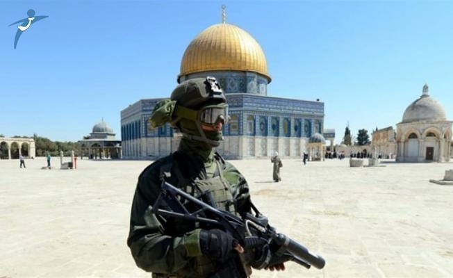 İsrail Polisi Mescid-i Aksa'ya Ses Bombası ve Gazlarla Saldırı Düzenledi!
