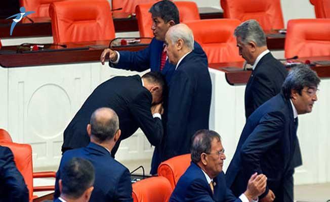 İYİ Parti'li Arkaz MHP Lideri Bahçeli'nin Elini Öptü
