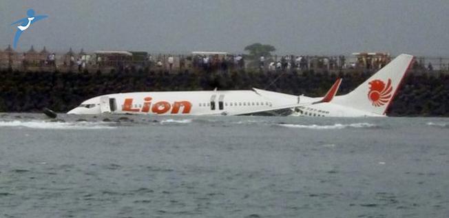 Endonezya'da 188 Yolculu Uçak Denize Düştü !