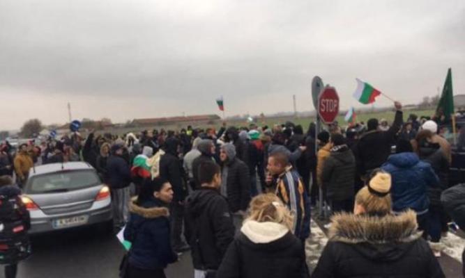 Akaryakıta yapılan zam oranı karşısında Başbakan Yardımcısının istifası protestoları durduramadı