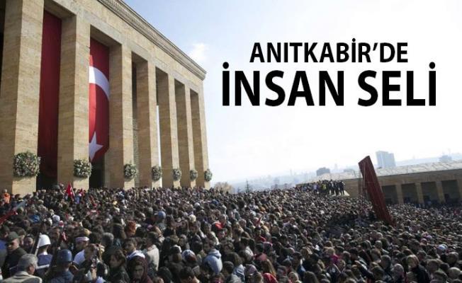 Anıtkabir'de insan seli... 10 Kasım'da halk Atası'na koştu...