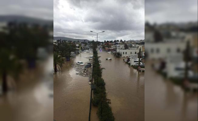 Bodrum'da Araçlar Suya Gömüldü ! Felaketi Yaşıyorlar