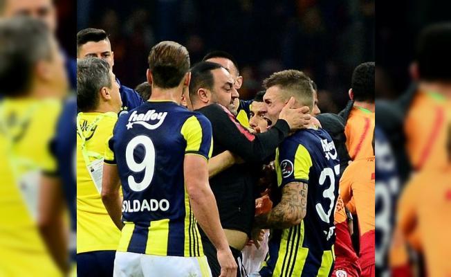 Hasan Şaş'tan maçın hakemi Hüseyin Göçek'e olay hareket