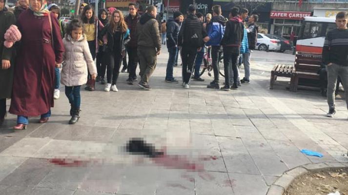 Konya'da Rambo bıçağıyla dehşet saçtı