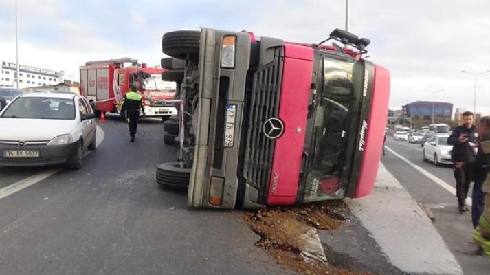 Tuzla'da kamyon kazası