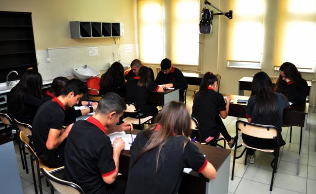 Akıllı Üniformalar İle Öğrencilerin Hareketleri İzleniyor