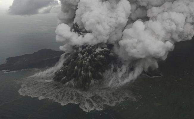 Anak Krakatau Yanardağı'ndaki patlamalar nedeniyle yeni bir tsunami tehlikesi