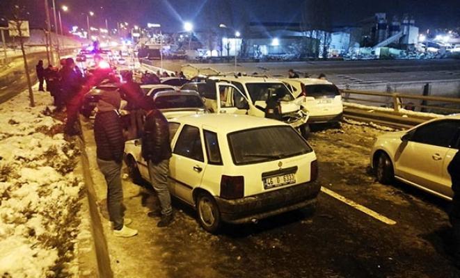 Ankara Batı Bulvarı üzerindeki Akşemsettin Köprüsü'nde zincirleme kaza
