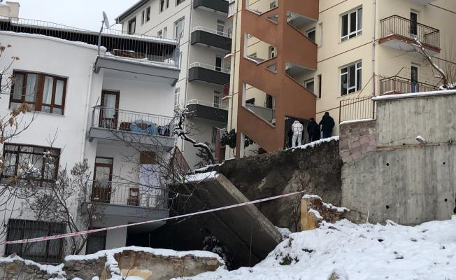 Ankara'da 5 Metrelik İstinat Duvarı Apartmana Devrildi