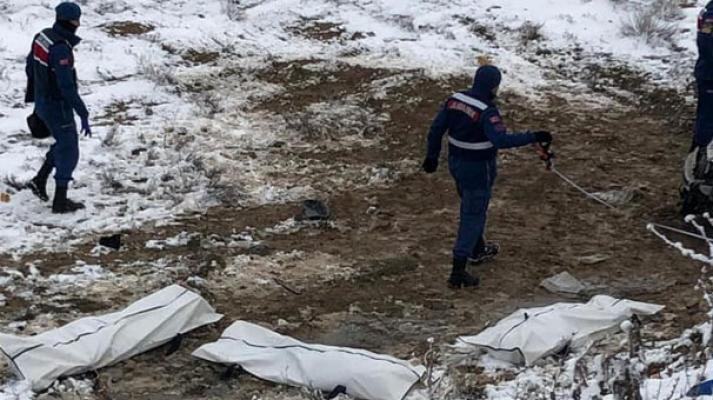 Ankara Polatlı'da, Avdanlı mevkisinde meydana gelen kazada 3 kişi hayatını kaybetti