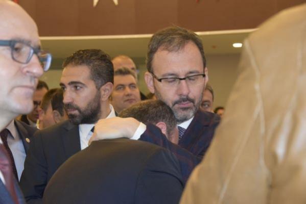 Bakan Varank, kütüphane açılışında gözyaşlarına boğuldu