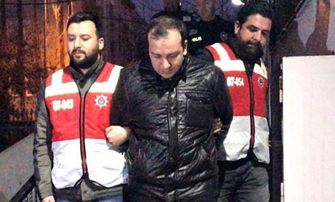 Bakırköy'de, sahte polis kimliği ve üniformasıyla dolaşan bir kişi yakalandı