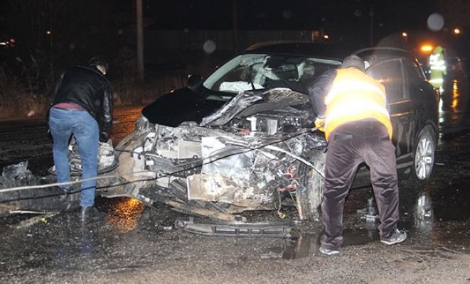 Beyşehir-Isparta kara yolunda meydana gelen trafik kazasında 1 kişi öldü, 2 kişi yaralandı