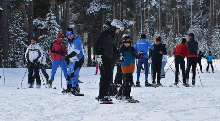 Cıbıltepe Kayak Merkezinde hafta sonu yoğunluğu