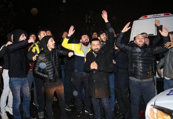 Fenerbahçeli taraftarlar, Sportif Direktör Damien Comolli'yi istifaya davet etti