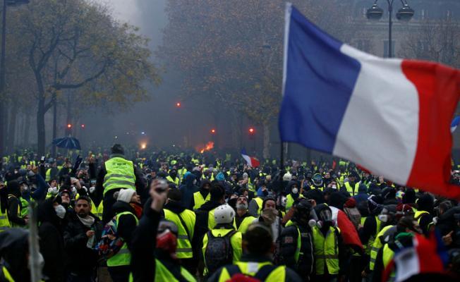 Fransa'da devam eden protestolarda bugün 4 kişi öldü