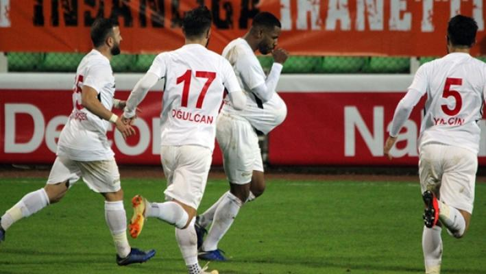 Giresunspor Gazişehir Gaziantep'i maçı 5-1 bitti