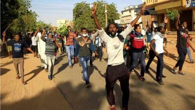 İç savaşa sürüklenen Sudan'da protestoları ne tetikledi?