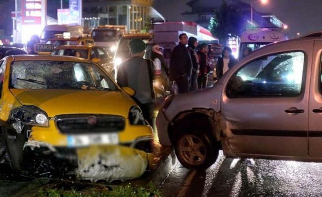 İstanbul Beyoğlu'nda trafik kazasında 1'i ağır 2 kişi yaralandı