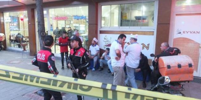 İstanbul Pendik'te kebapçı dükkânına yapılan silahlı saldırıda bir kişi hayatını kaybetti