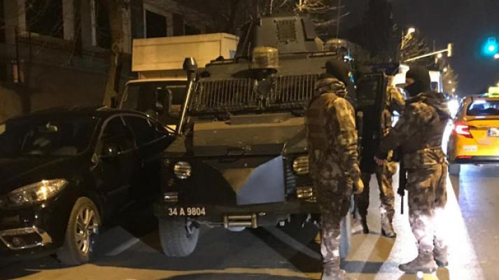 İstanbul son dakika haberi - Fatih Çarşamba'da silah sıkan kara çarşaflı erkeğe gece bekçisi müdahale etti