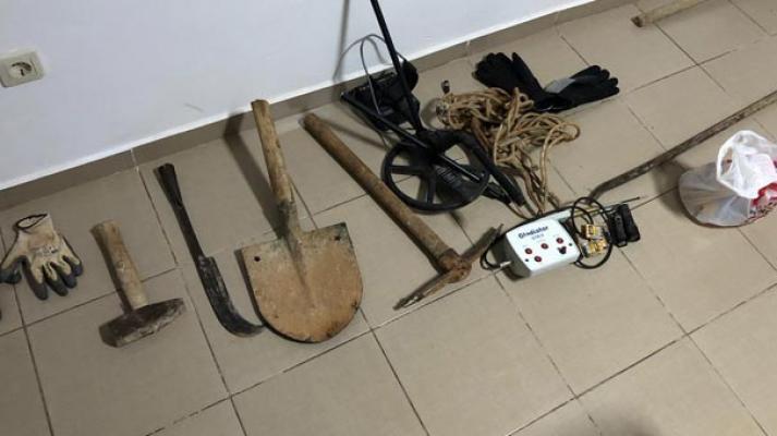 Muğla Datça'da Antik kentte kaçak kazı yapanlar suç üstü yakalandı