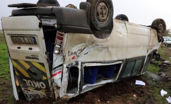 Şanlıurfa Siverek'de öğretmenleri taşıyan servis devrildi çok sayıda kişi yaralandı