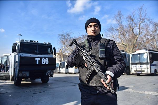 Taksim'e araçla gidecekler dikkat! Taksim meydanı araç trafiğine kapatıldı