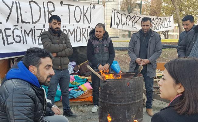TOKİ'den maaşlarını alamadıkları için işten ayrılan işçiler çadır kurunca gözaltına alındı